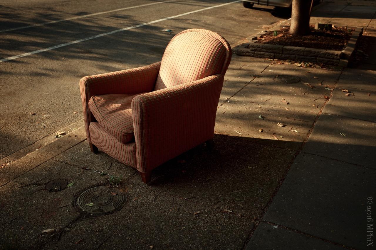 dc-street-armchair-red_mphix