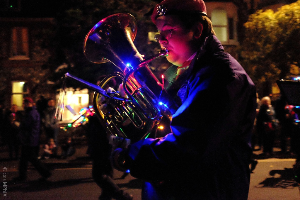 littlehampton-parade-brass-player_mphix