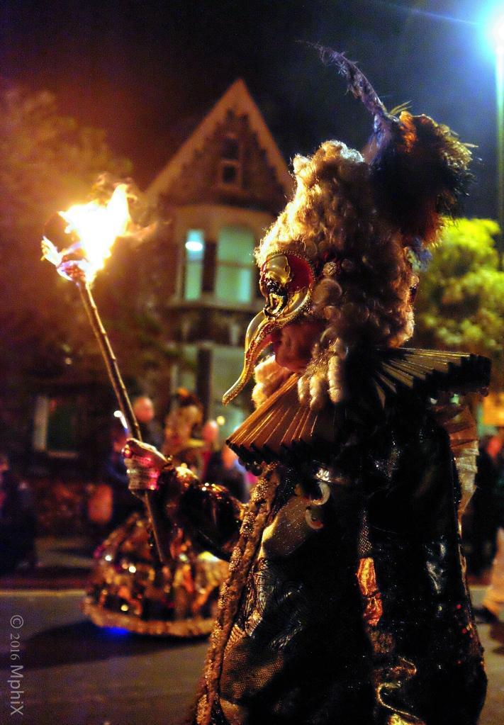 littlehampton-parade-masked-venetian_mphix