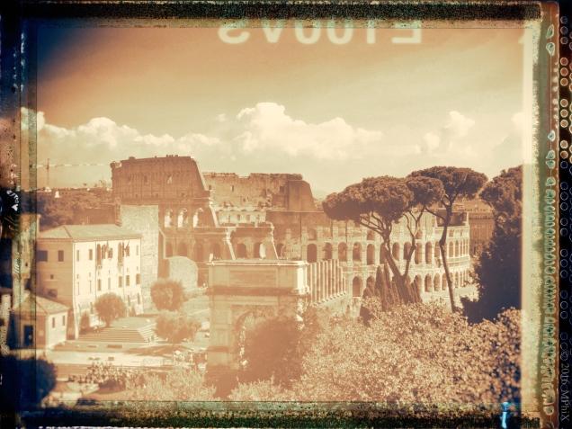 rome-colosseum-and-forum-aged-frame_mphix