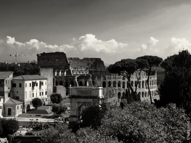 rome-colosseum-and-forum-bw_mphix