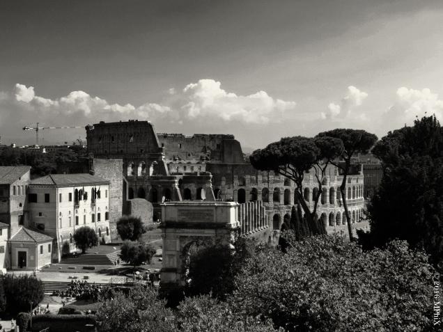 rome-colosseum-and-forum-bw_mphix