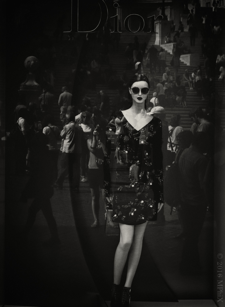 rome-dior-mannequin-bw-cropped-and-retouched_mphix