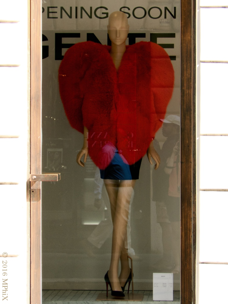 rome-mannequin-with-red-hear-coat_mphix