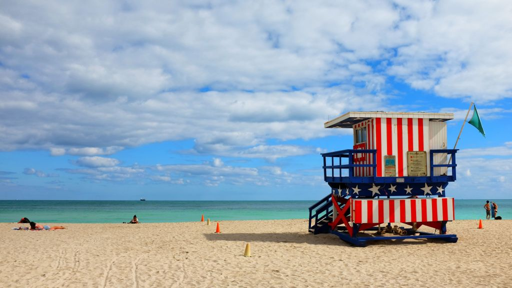 miami-american-lifeguard-tower