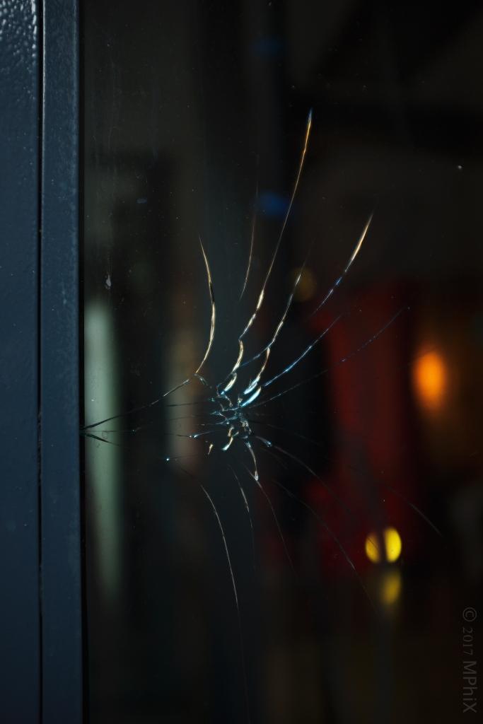 dublin-cracked-window_mphix