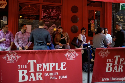 dublin-temple-bar-crowd-1_mphix